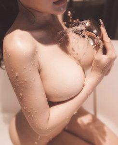 女性ヌード